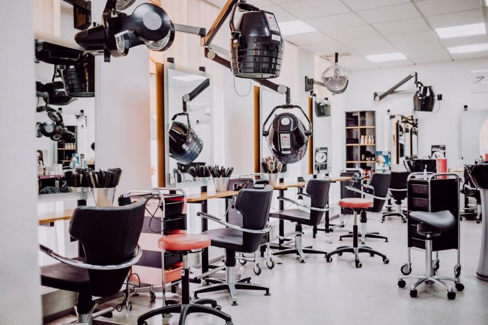 Salon - IHR FRISEUR WEISS